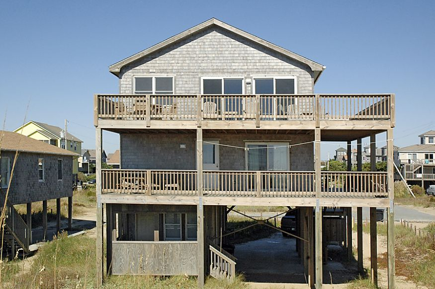 Midget reality on the outer banks for